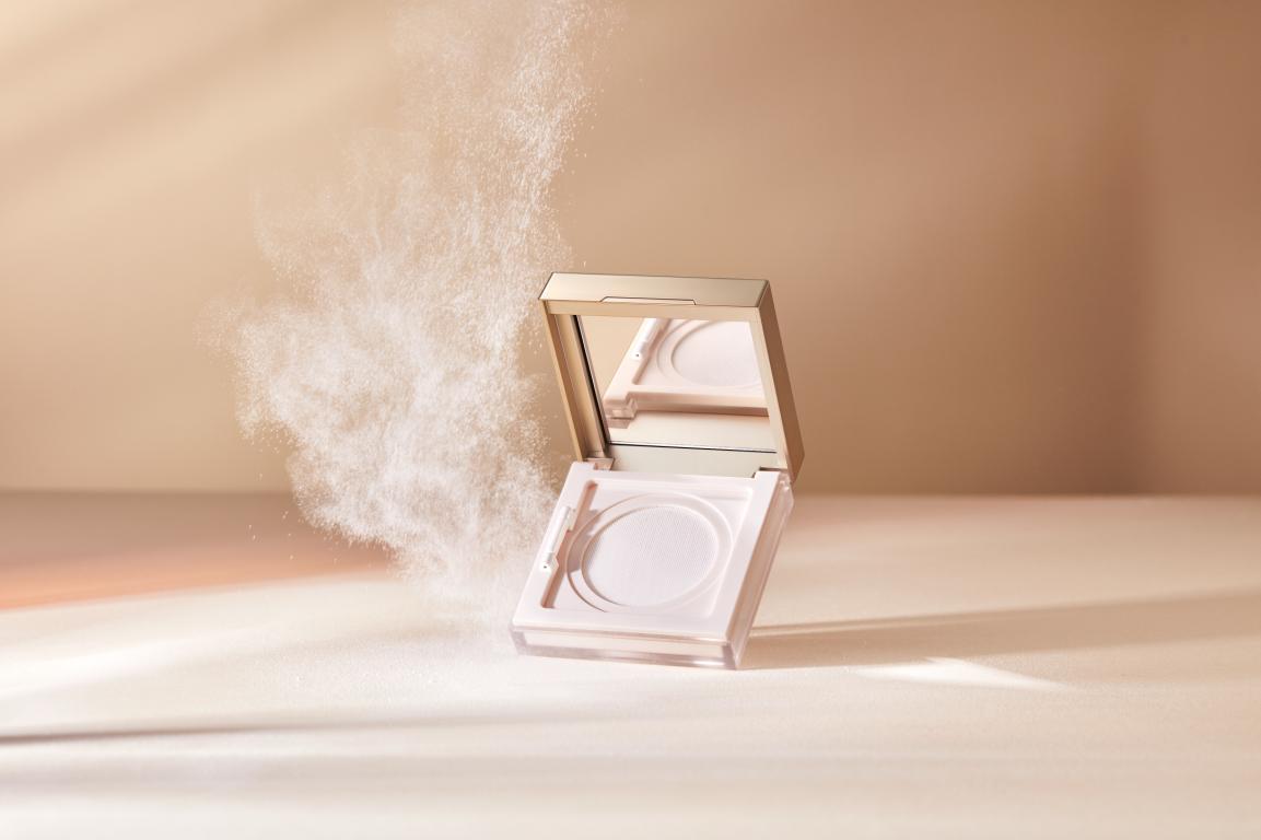 <b>完美日记「珍珠」锁妆散粉上新 打造超越传统的定向控油夏日妆容</b>