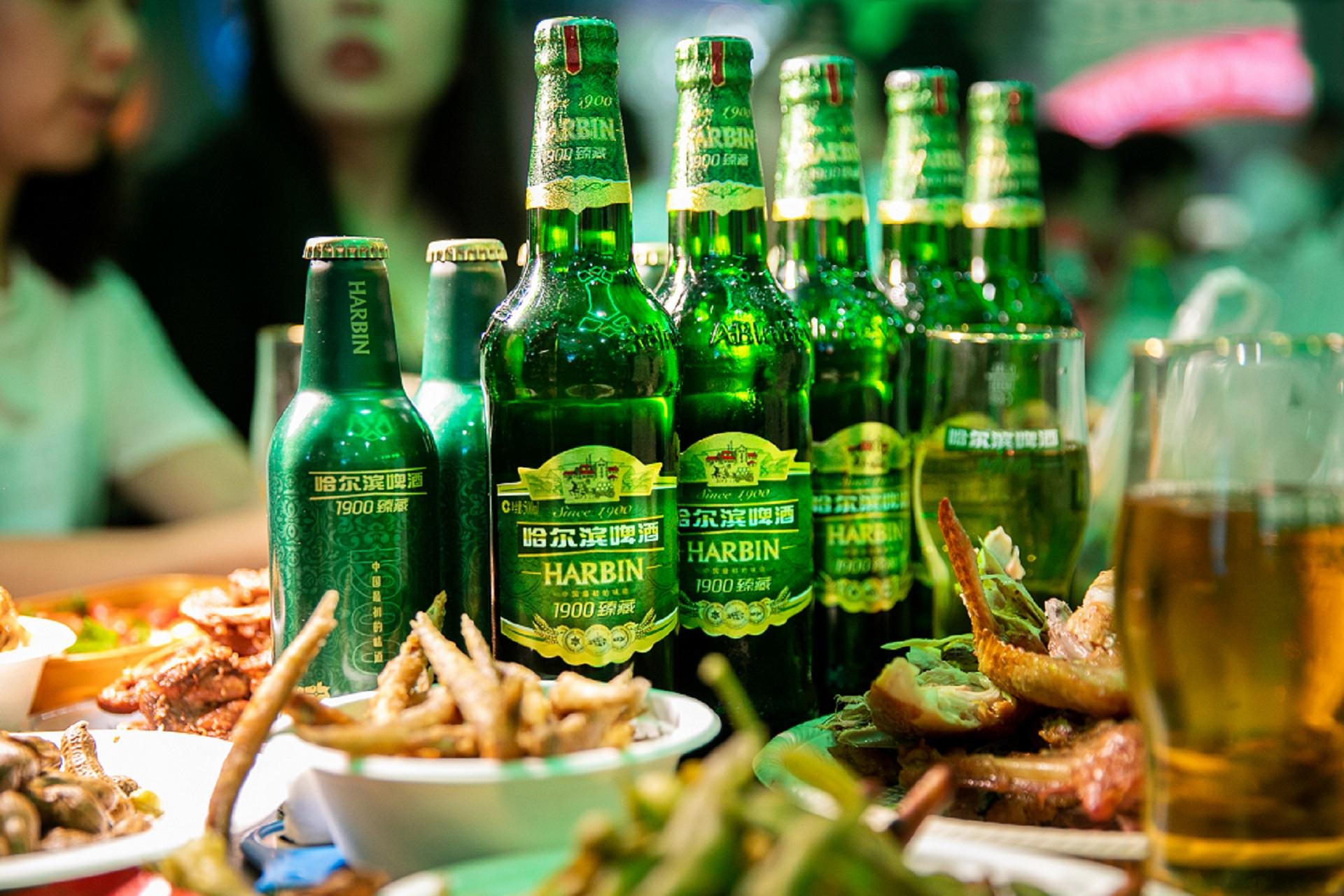 """升级百年品牌,哈尔滨啤酒""""1900臻藏""""助力啤酒节开幕插图"""