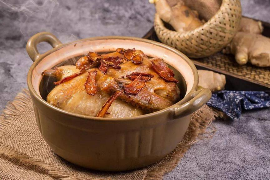 闽南传统秘制姜母鸭,加热3分钟就能吃到,鸭肉酥嫩,飘香四溢,绝对是道撩人味蕾的时蔬佳肴!_原享