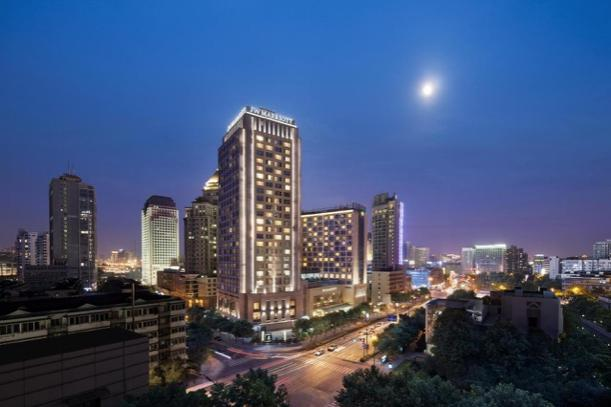 城市的高楼大厦  描述已自动生成